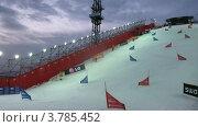 Купить «Спортсмены едут вниз на этапе Кубка мира по сноуборду, вечером (таймлапс)», видеоролик № 3785452, снято 26 апреля 2012 г. (c) Losevsky Pavel / Фотобанк Лори