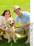 Купить «Влюбленные сидят на газоне с псом», фото № 3790152, снято 26 мая 2012 г. (c) CandyBox Images / Фотобанк Лори
