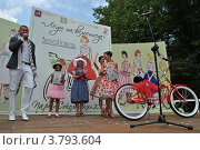 Купить «Награждение победителей. ВелоПарад «Леди на велосипеде» в парке «Сокольники». Москва», эксклюзивное фото № 3793604, снято 5 августа 2012 г. (c) lana1501 / Фотобанк Лори