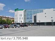 Купить «Торгово-развлекательный центр «Парк Плаза» на Центральной площади Электростали. Московская область», эксклюзивное фото № 3795948, снято 1 июля 2012 г. (c) lana1501 / Фотобанк Лори