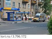 Автолайн № 111 стоит на остановке. Улица Николаева,  город Электросталь. Московская область, эксклюзивное фото № 3796172, снято 1 июля 2012 г. (c) lana1501 / Фотобанк Лори