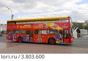 Купить «Московский экскурсионный автобус», фото № 3803600, снято 31 августа 2012 г. (c) Иван Марчук / Фотобанк Лори