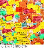 Наклейки с ценами разных стран. Стоковое фото, фотограф Роман Сигаев / Фотобанк Лори