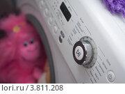 Розовая обезьяна внутри стиральной машинки. Стоковое фото, фотограф Чукин Дмитрий / Фотобанк Лори