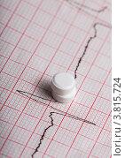 Кардиограмма и таблетки нитроглицерина. Стоковое фото, фотограф Оксана Ковач / Фотобанк Лори