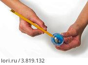 Точить карандаш. Стоковое фото, фотограф Сергей Яхонтов / Фотобанк Лори