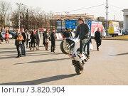 Купить «Езда на заднем колесе», эксклюзивное фото № 3820904, снято 21 апреля 2011 г. (c) Алёшина Оксана / Фотобанк Лори