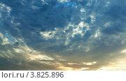 Купить «Вращающиеся облака на рассвете», видеоролик № 3825896, снято 11 сентября 2012 г. (c) Beerkoff / Фотобанк Лори