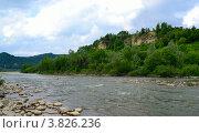 Быстрое течение горной реки. Стоковое фото, фотограф Артур Худолий / Фотобанк Лори