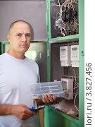 Купить «Мужчина с инструментами стоит около квартирного электрического щитка», фото № 3827456, снято 1 сентября 2012 г. (c) Яков Филимонов / Фотобанк Лори