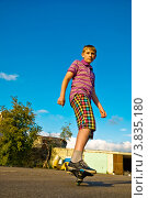 Купить «Подросток катается на вейвборде (скейтборде)», фото № 3835180, снято 18 сентября 2011 г. (c) Павел Просветов / Фотобанк Лори