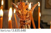 Купить «Женщина ставит свечку в церкви», видеоролик № 3835648, снято 14 сентября 2012 г. (c) Mikhail Erguine / Фотобанк Лори