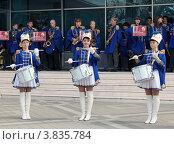 Купить «Три девушки-барабанщицы», эксклюзивное фото № 3835784, снято 14 сентября 2012 г. (c) Юлия Ухина / Фотобанк Лори