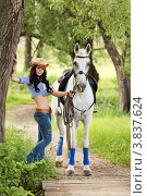 Девушка с лошадью в летнем парке. Стоковое фото, фотограф Игорь Долгов / Фотобанк Лори