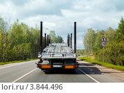 Купить «Пустой автовоз (вид сзади) едет по дороге», фото № 3844496, снято 31 августа 2012 г. (c) Родион Власов / Фотобанк Лори