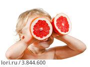 Купить «Маленький мальчик с розовым грейпфрутом на белом фоне», фото № 3844600, снято 6 октября 2011 г. (c) Борис Булычев / Фотобанк Лори