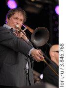 """Купить «Музыкант """"Amsterdam Klezmer Band""""», фото № 3846768, снято 5 июня 2011 г. (c) Елизавета Светилова / Фотобанк Лори"""