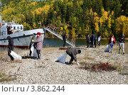 Купить «Байкал, Чивыркуйский залив. Забайкальский национальный парк. Школьники очищают пляжи Чивыркуйского залива от мусора.», фото № 3862244, снято 22 сентября 2012 г. (c) Валерий Митяшов / Фотобанк Лори