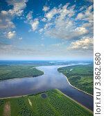 Купить «Вид сверху на большую реку под белыми облаками», фото № 3862680, снято 12 июля 2012 г. (c) Владимир Мельников / Фотобанк Лори