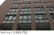 Купить «Под парусом вдоль зданий на реке Эльбе в Гамбурге, Германия», видеоролик № 3869752, снято 14 сентября 2012 г. (c) Данил Руденко / Фотобанк Лори