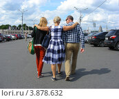 Люди гуляют по улице Крымский Вал. Москва (2012 год). Стоковое фото, фотограф lana1501 / Фотобанк Лори