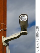 Купить «Уличная камера видеонаблюдения на столбе», эксклюзивное фото № 3886628, снято 5 сентября 2012 г. (c) Елена Коромыслова / Фотобанк Лори