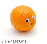 Апельсин с глазами, белый фон. Стоковое фото, фотограф Shlomo Polonsky / Фотобанк Лори