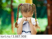 Купить «Девочка с косичками плачет на улице», фото № 3887908, снято 19 июня 2012 г. (c) BestPhotoStudio / Фотобанк Лори