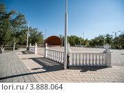 Купить «Танцевальная площадка в парке, Ахтубинск», эксклюзивное фото № 3888064, снято 1 октября 2012 г. (c) katalinks / Фотобанк Лори