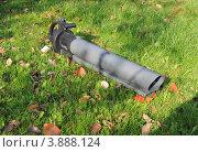Купить «Пылесос для листьев», эксклюзивное фото № 3888124, снято 22 сентября 2012 г. (c) Юрий Морозов / Фотобанк Лори