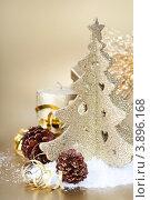 Купить «Новогодняя композиция с серебристой елочкой и шишками», фото № 3896168, снято 4 декабря 2011 г. (c) Наталия Кленова / Фотобанк Лори