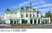 Купить «Город Омск, Омский академический театр драмы, построен 1905 году», фото № 3896300, снято 8 сентября 2012 г. (c) Виктор Топорков / Фотобанк Лори