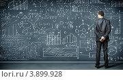 Купить «Мужчина в костюме стоит перед доской с формулами», фото № 3899928, снято 7 сентября 2012 г. (c) Sergey Nivens / Фотобанк Лори