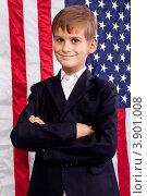 Портрет мальчика в школьной форме на фоне американского флага. Стоковое фото, фотограф Сергей Фигурный / Фотобанк Лори