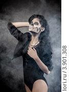 Девушка с гримом черепа на Хэллоуин. Стоковое фото, фотограф Сергей Фигурный / Фотобанк Лори