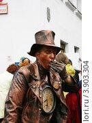 Купить «Неподвижный человек-часовщик», фото № 3903304, снято 8 сентября 2012 г. (c) Марина Шатерова / Фотобанк Лори