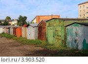 Купить «Ряд металлических гаражей», эксклюзивное фото № 3903520, снято 23 августа 2012 г. (c) Анатолий Матвейчук / Фотобанк Лори