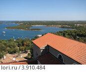 Купить «Вид на Адриатическое море. Город Версар. Хорватия. Европа», эксклюзивное фото № 3910484, снято 20 июля 2018 г. (c) lana1501 / Фотобанк Лори