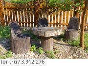 Купить «Стол и кресла из стволов деревьев», фото № 3912276, снято 3 августа 2012 г. (c) Вячеслав Палес / Фотобанк Лори