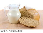 Молоко и хлеб. Стоковое фото, фотограф Наталья Райхель / Фотобанк Лори