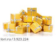 Купить «Золотые коробки с серебряной ленточкой на праздник в подарок», фото № 3923224, снято 18 августа 2012 г. (c) Tatjana Romanova / Фотобанк Лори