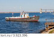 Купить «Речное судно на реке Волга», фото № 3923396, снято 11 октября 2012 г. (c) FotograFF / Фотобанк Лори