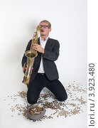 Купить «Молодой мужчина играет на саксофоне», фото № 3923480, снято 24 сентября 2012 г. (c) Argument / Фотобанк Лори