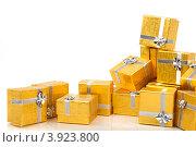 Купить «Золотые коробки с серебренной ленточкой на праздник в подарок», фото № 3923800, снято 18 августа 2012 г. (c) Tatjana Romanova / Фотобанк Лори