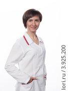 Купить «Портрет молодой девушки в белом халате», фото № 3925200, снято 5 февраля 2012 г. (c) Михаил Иванов / Фотобанк Лори