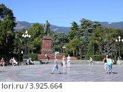 Купить «Памятник В.И. Ленину. Ялта», эксклюзивное фото № 3925664, снято 10 сентября 2012 г. (c) Free Wind / Фотобанк Лори