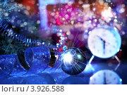 Купить «Натюрморт с новогодней ёлочной игрушкой и часами», фото № 3926588, снято 28 сентября 2012 г. (c) Sergey Nivens / Фотобанк Лори