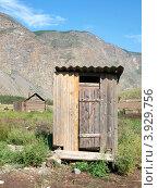 Купить «Дощатый туалет на фоне гор», фото № 3929756, снято 13 декабря 2019 г. (c) Алексей Кокоулин / Фотобанк Лори