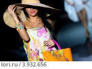 Купить «День этномоды на неделе моды в юверлином доме Эстет, Москва», эксклюзивное фото № 3932656, снято 9 октября 2012 г. (c) Николай Винокуров / Фотобанк Лори