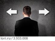 Купить «Бизнесмен стоит перед стрелками на стене», фото № 3933008, снято 2 августа 2012 г. (c) Sergey Nivens / Фотобанк Лори